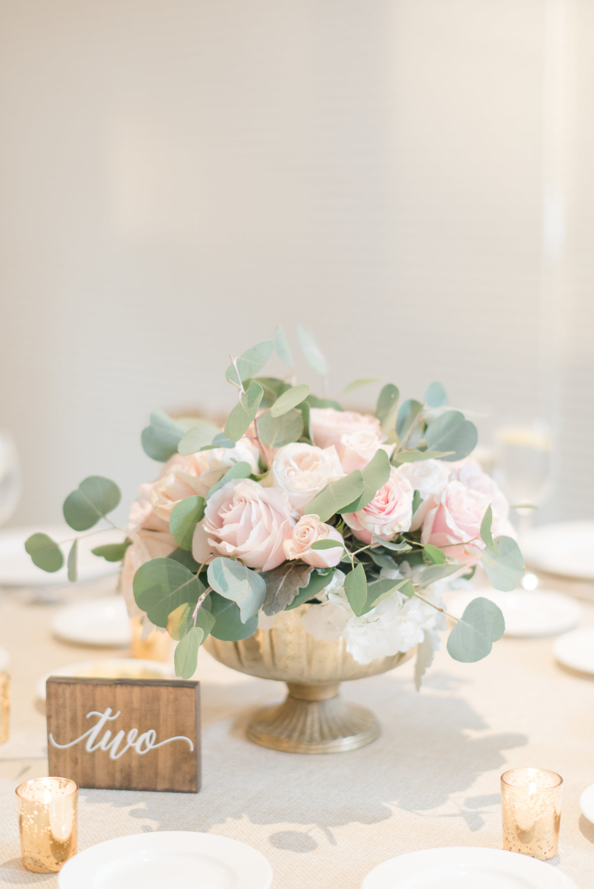 flowers-on-table-centerpiece