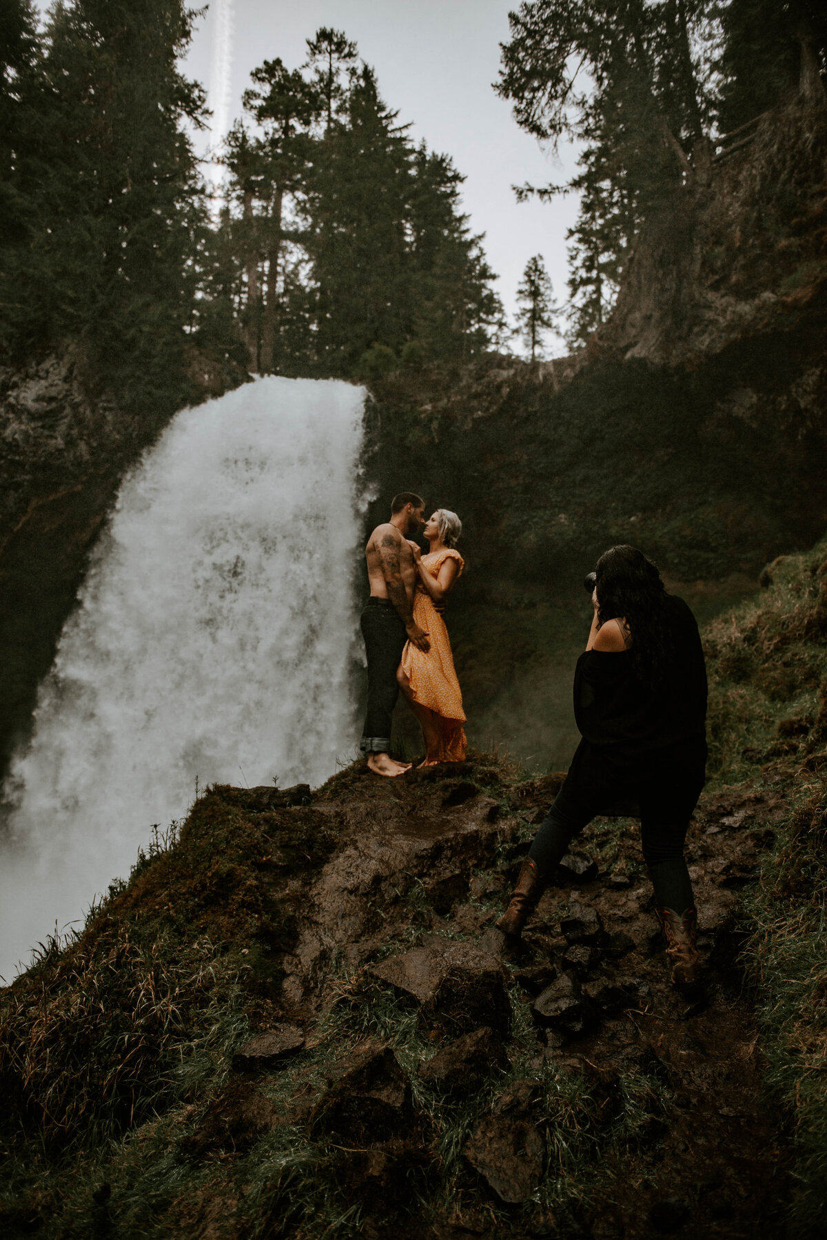 sahalie-falls-oregon-engagement-elopement-photographer-central-waterfall-bend-forest-old-growth-7553