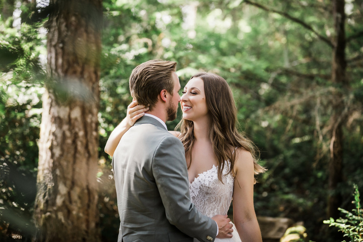 Seattle-Intimate-Backyard-Wedding-Seattle-Wedding-Photographer-14