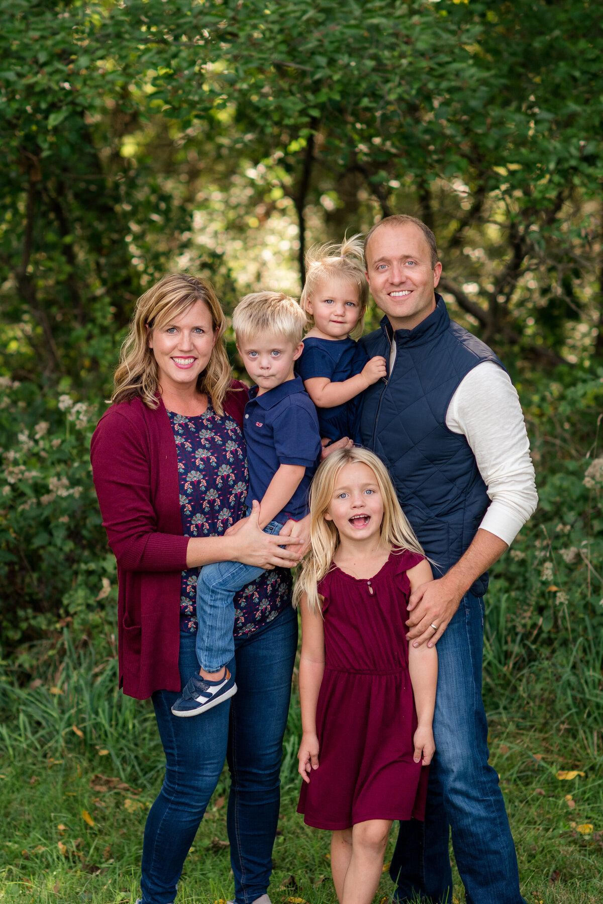 Des-Moines-Iowa-Family-Photographer-Theresa-Schumacher-Photography-Fall-Navy-Burgundy