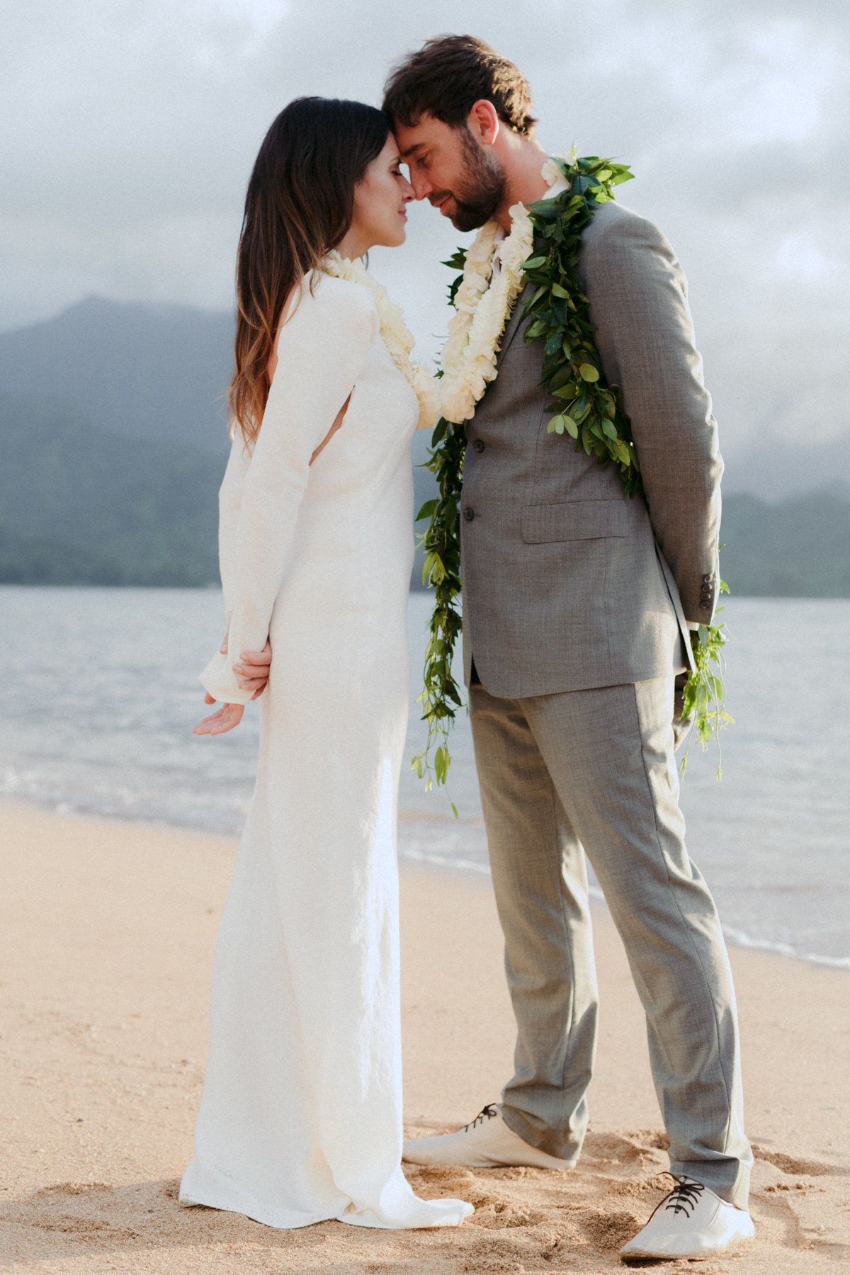 creative_modern_kauai_wedding_photographer_2