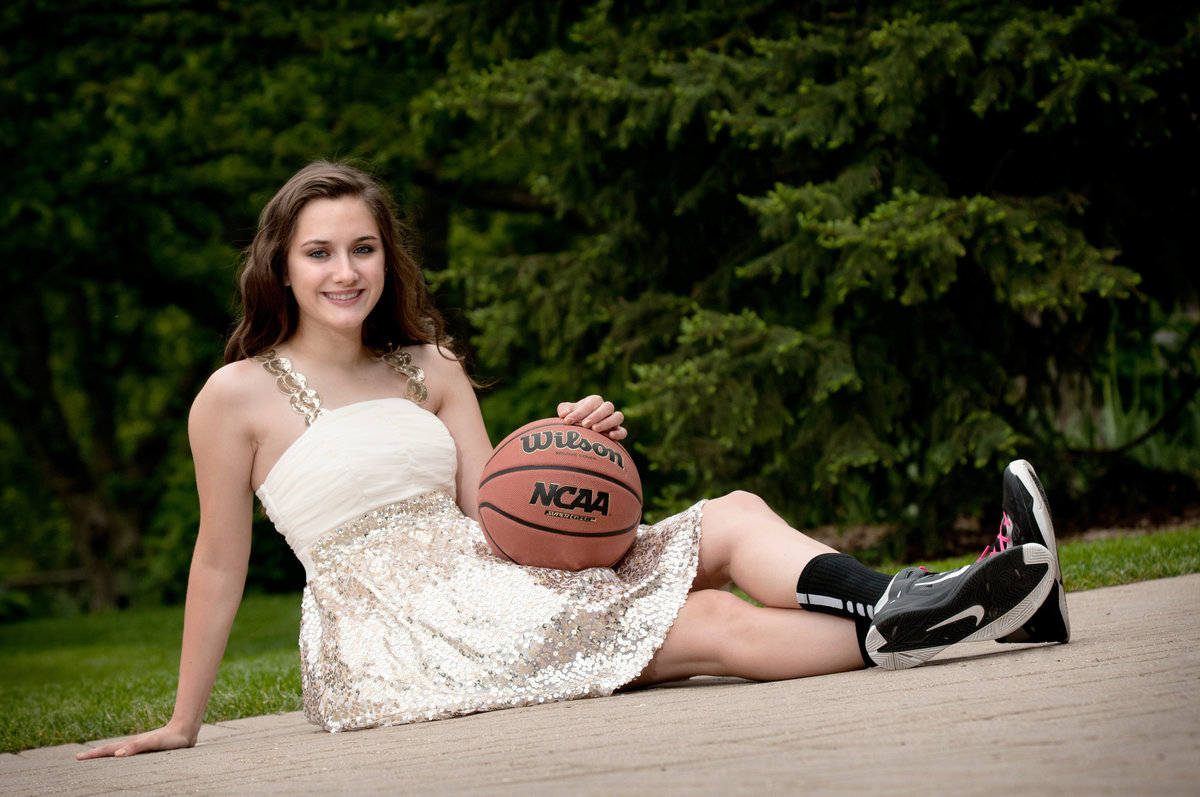 Lilacia-Park-basketball-spring-sitting-senior-portrait-Lombard-Illinois