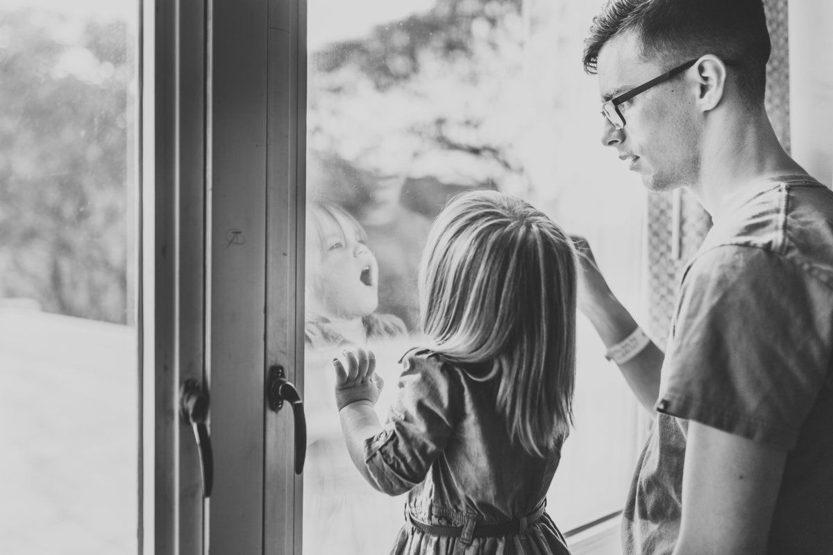 Oahu, Hawaii Fresh 48 Photographer – Fresh 48 Photography - Brooke Flanagan Photography - Big sister and dad looking out window