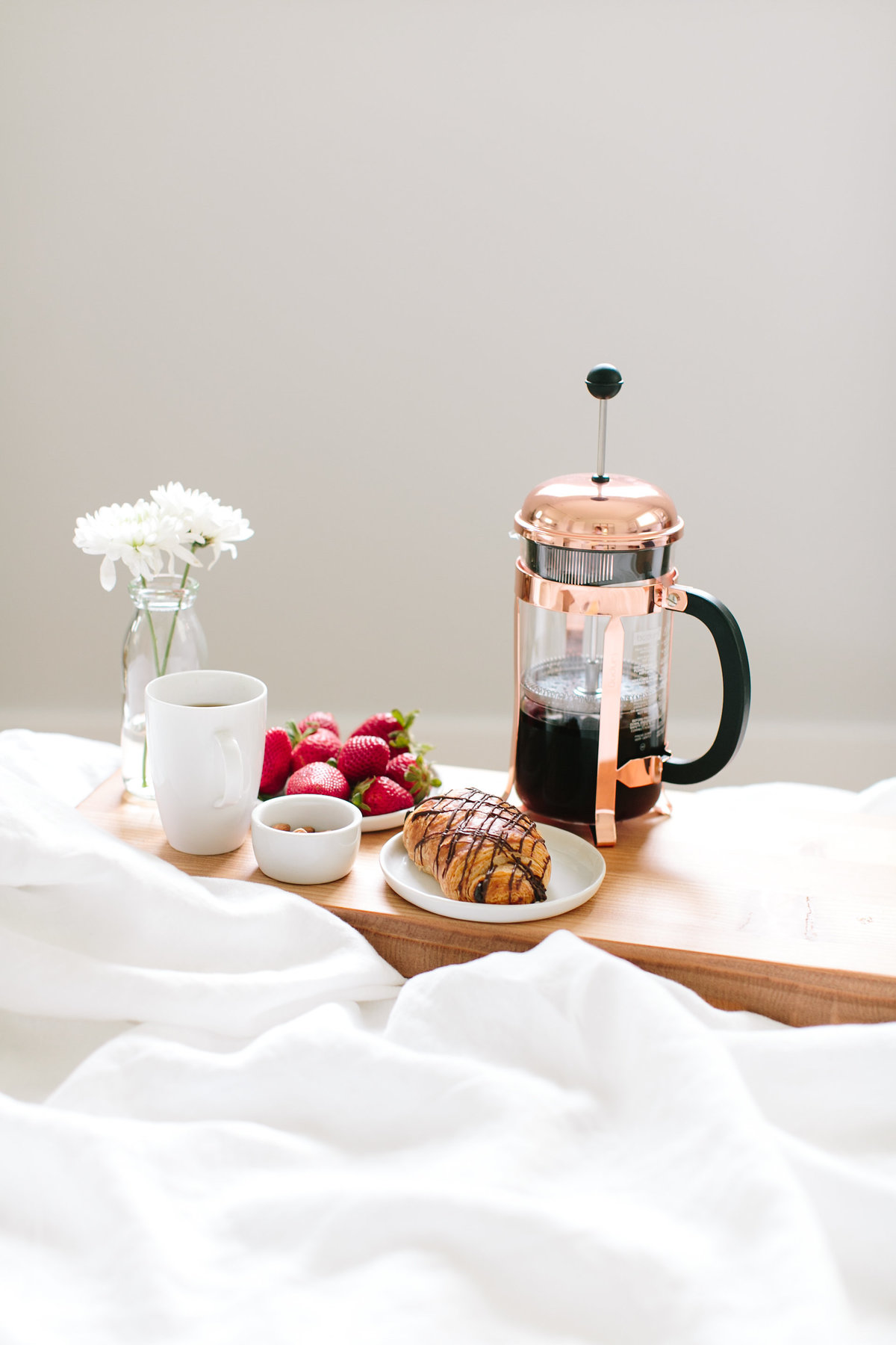 breakfastin bed