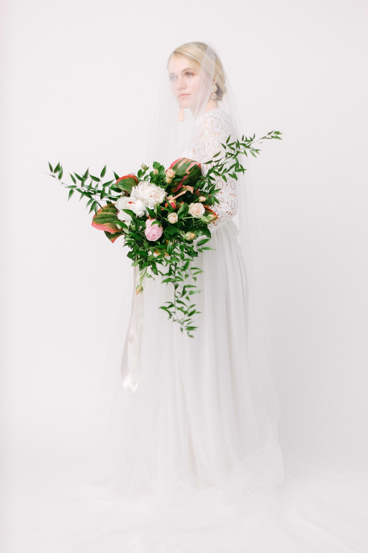 Bridal-Photography-Studio-San-Diego-Bouquet-Veil-Babsie