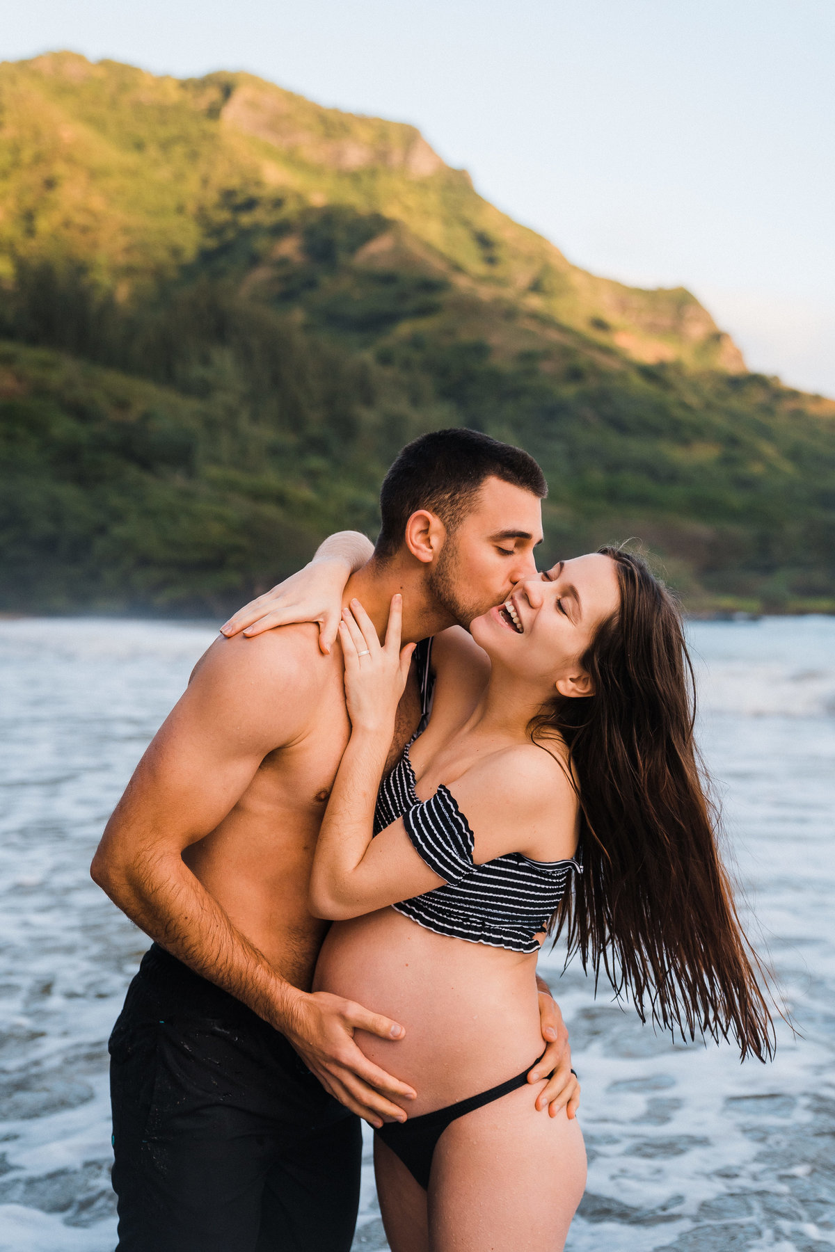 kahana-bay-maternity-adventure-session-hawaii-couples-photographer-3