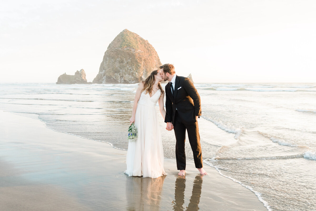 Cannon-Beach-Elopement-Photographer-66