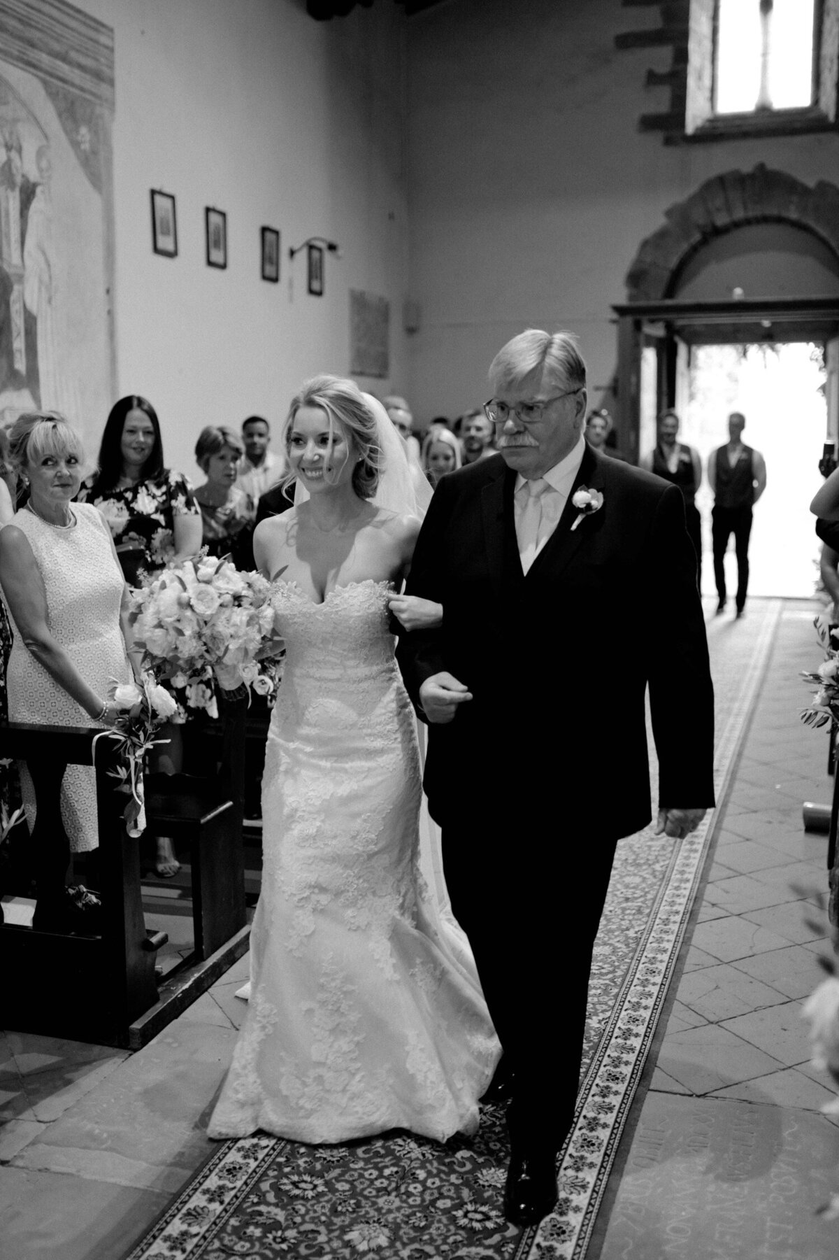 062_Tuscany_Luxury_Wedding_Photographer (71 von 215)_So thankful to be a luxury destination wedding photographer in Tuscany! Claire and James invited their beloved family & friends from London to their luxury wedding in Tuscany.
