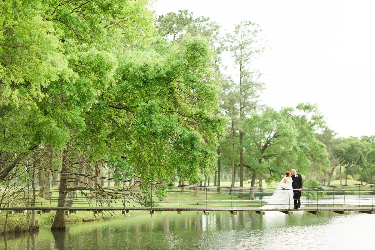 Megan-and-Brian-Lakeside-Country-Club-Houston-Wedding-Planner-Love-Detailed-Events-The-Cotton-Collective 10