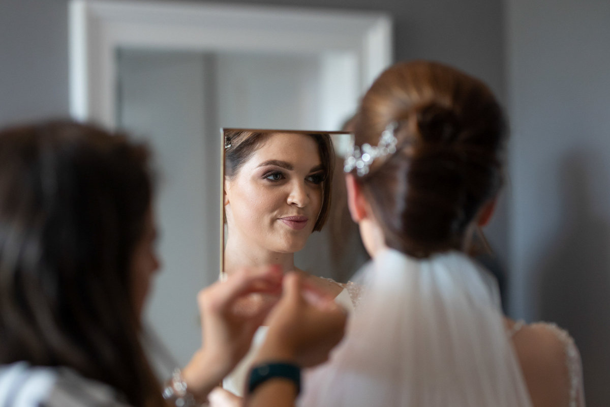 Bridal prep at Paschoe House_