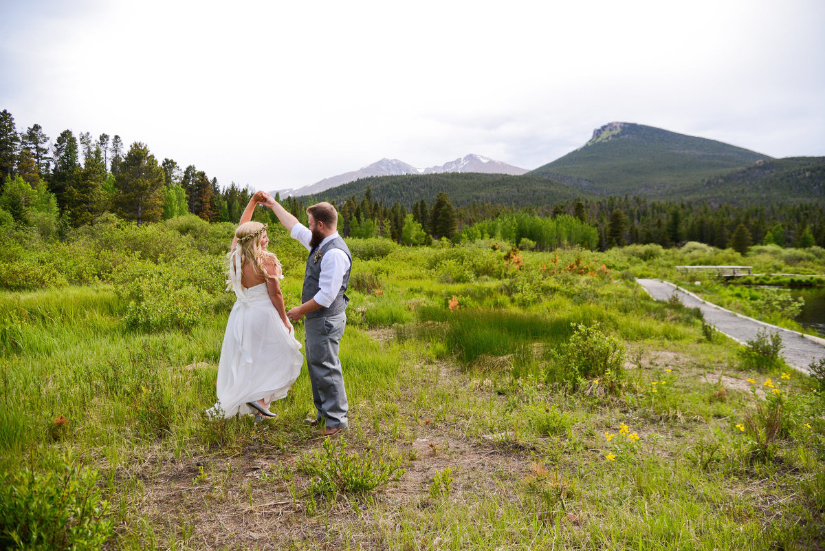 Colorado wedding photography overlooking the forest