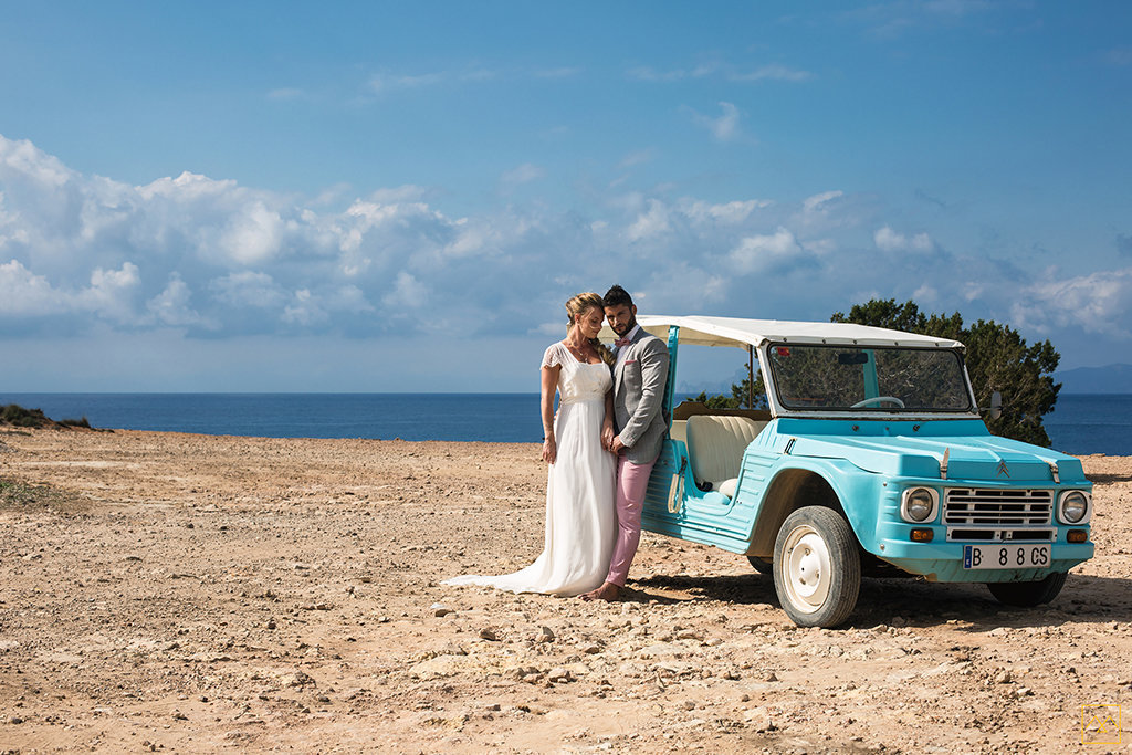 Amedezal-wedding-photographe-mariage-lyon-inspiration-Formentera-robe-Gervy-surmon31-alliances-Antipodes-MonTrucenBulle-PauletteDerive-mode-couple-lovers-cala-saona