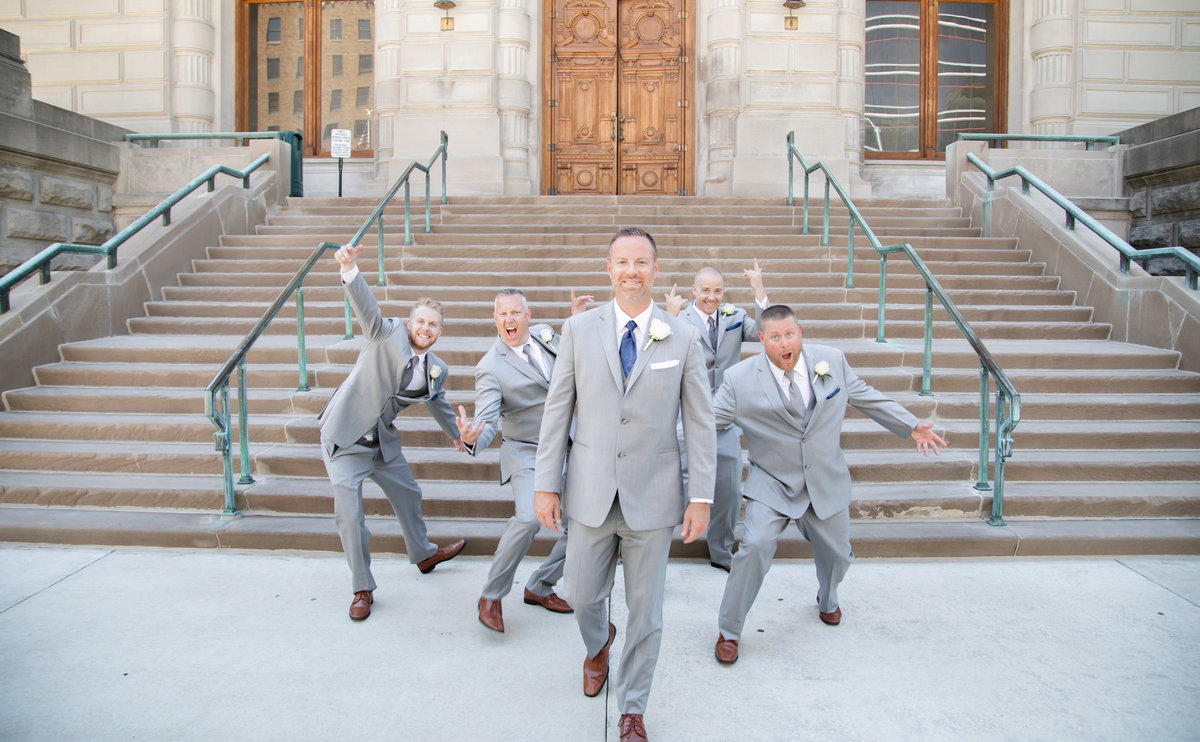 | Indiana & Destination Wedding Photographer
