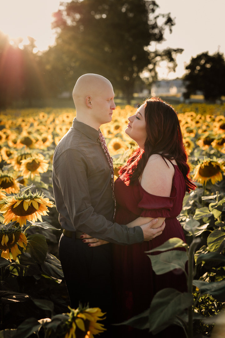 Engagement session in the sunflower field0011