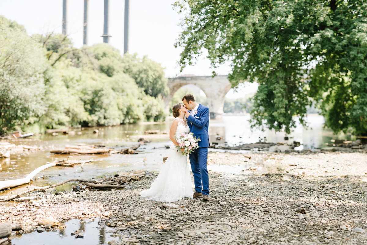 Minneapolis-Event-Centers-MEC-Stone-Arch-Bridge-Wedding-Kiss