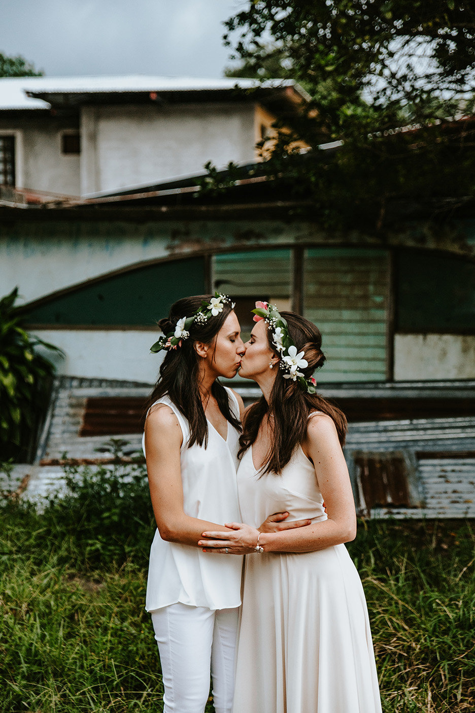 lgbtq couple kissing in Jaco Costa Rica