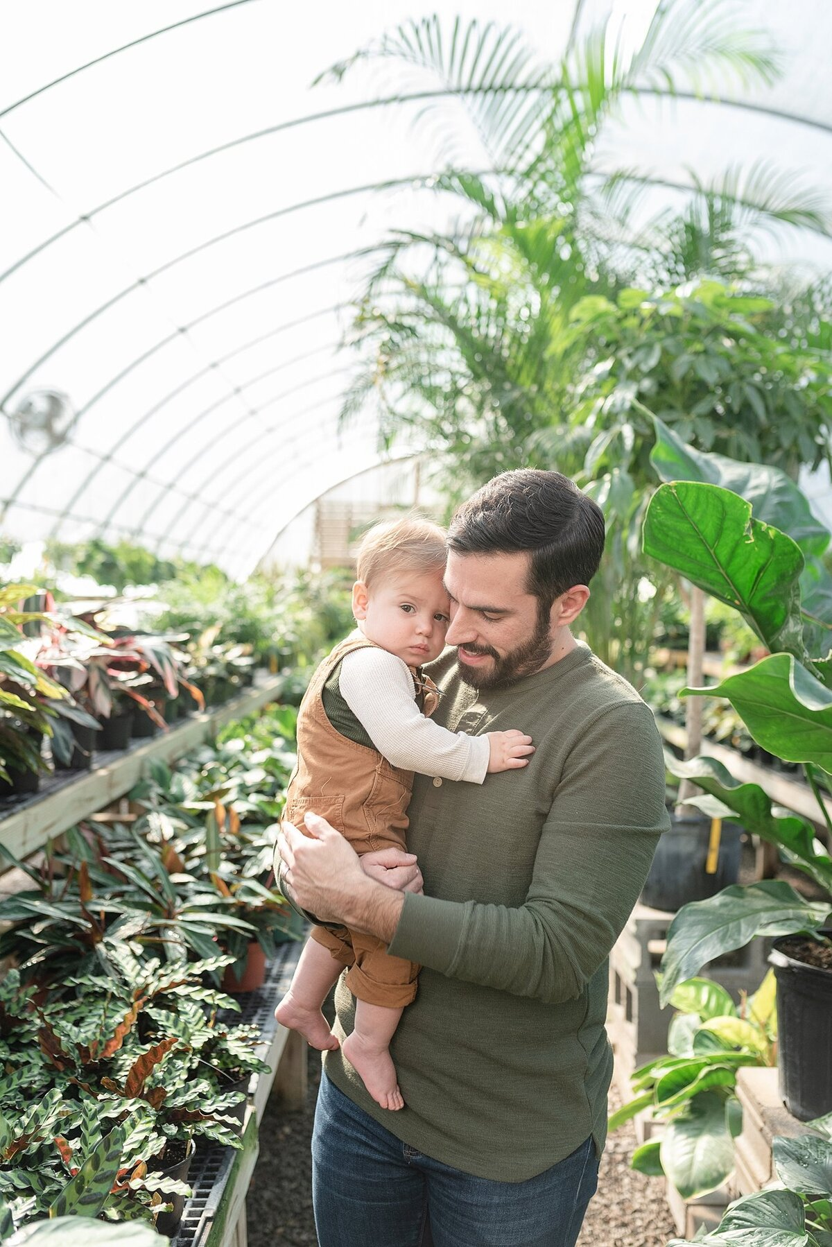 The Browning Family's Photo Session at the Hewitt Garden Center in Nashville by Nashville Family Photographer Dolly DeLong Photography
