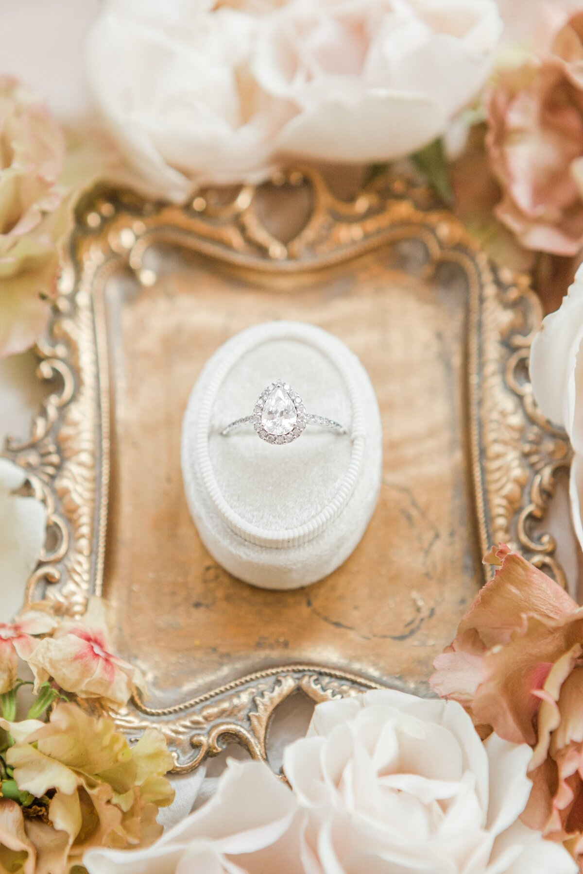 Kelli-Bee-Photography-Blog-Sunstone-Winery-Villa-Styled-Wedding-0006