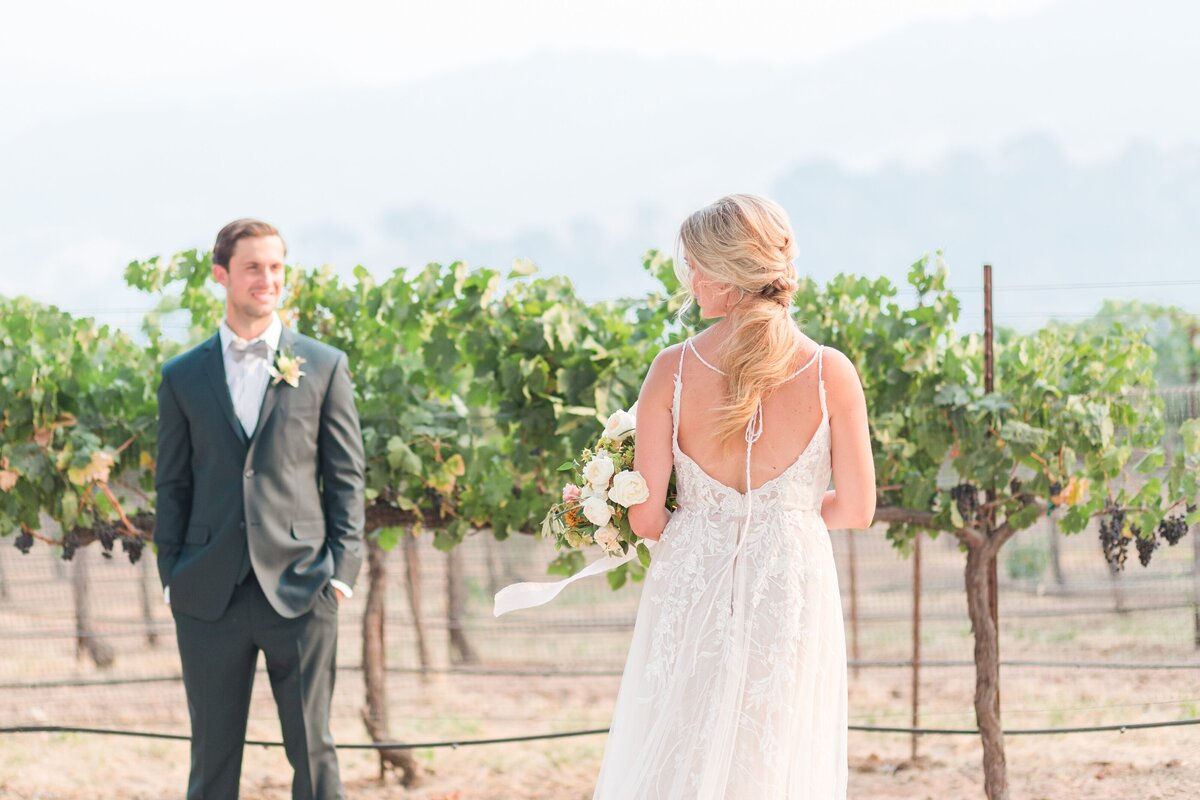 Kelli-Bee-Photography-Blog-Sunstone-Winery-Villa-Styled-Wedding-0112