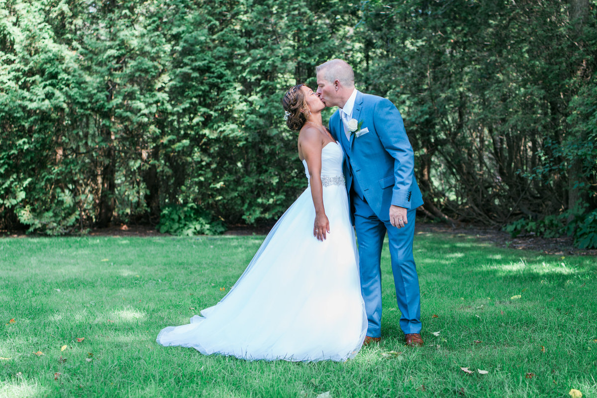 Burlington-wedding-photographer-paletta-mansion-bride-and-groom-kissing