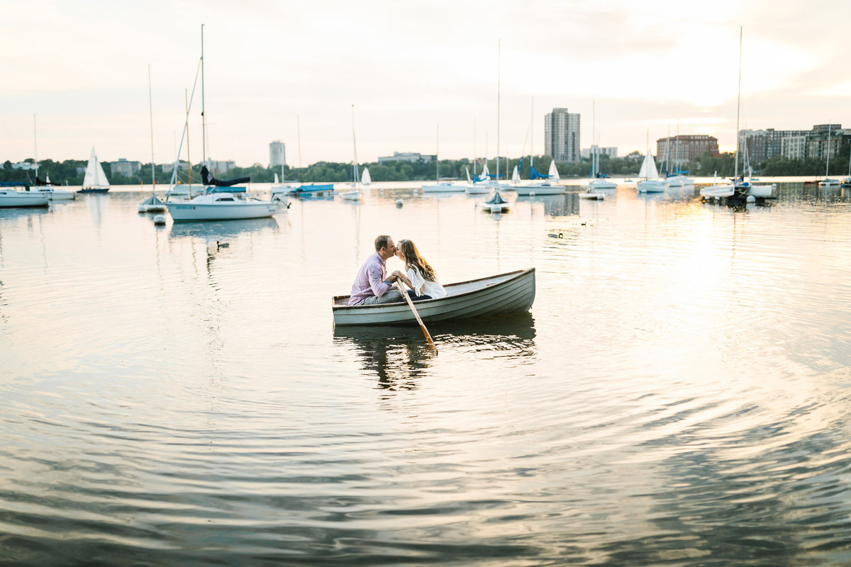 Lake-Calhoun-Minneapolis-Summer-Engagement-14