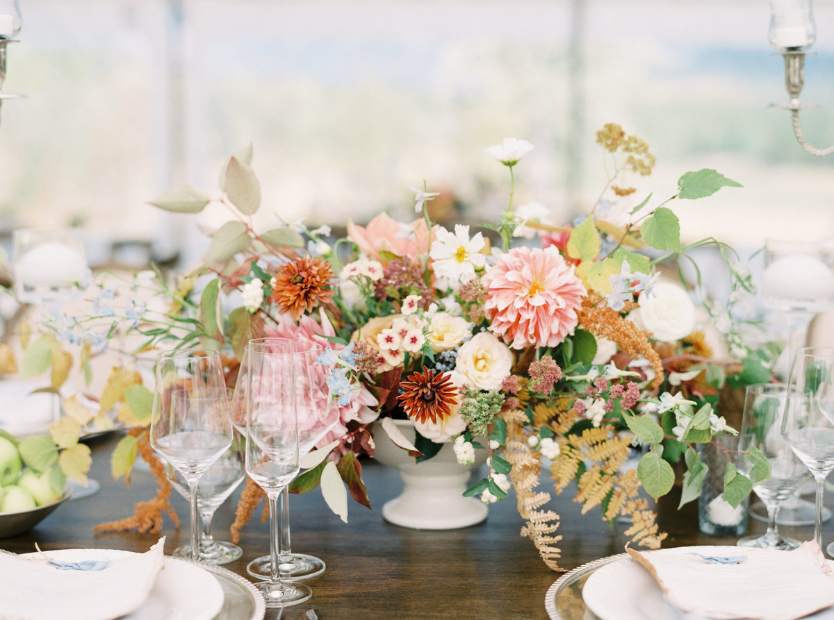 fall-wedding-decor-mountain