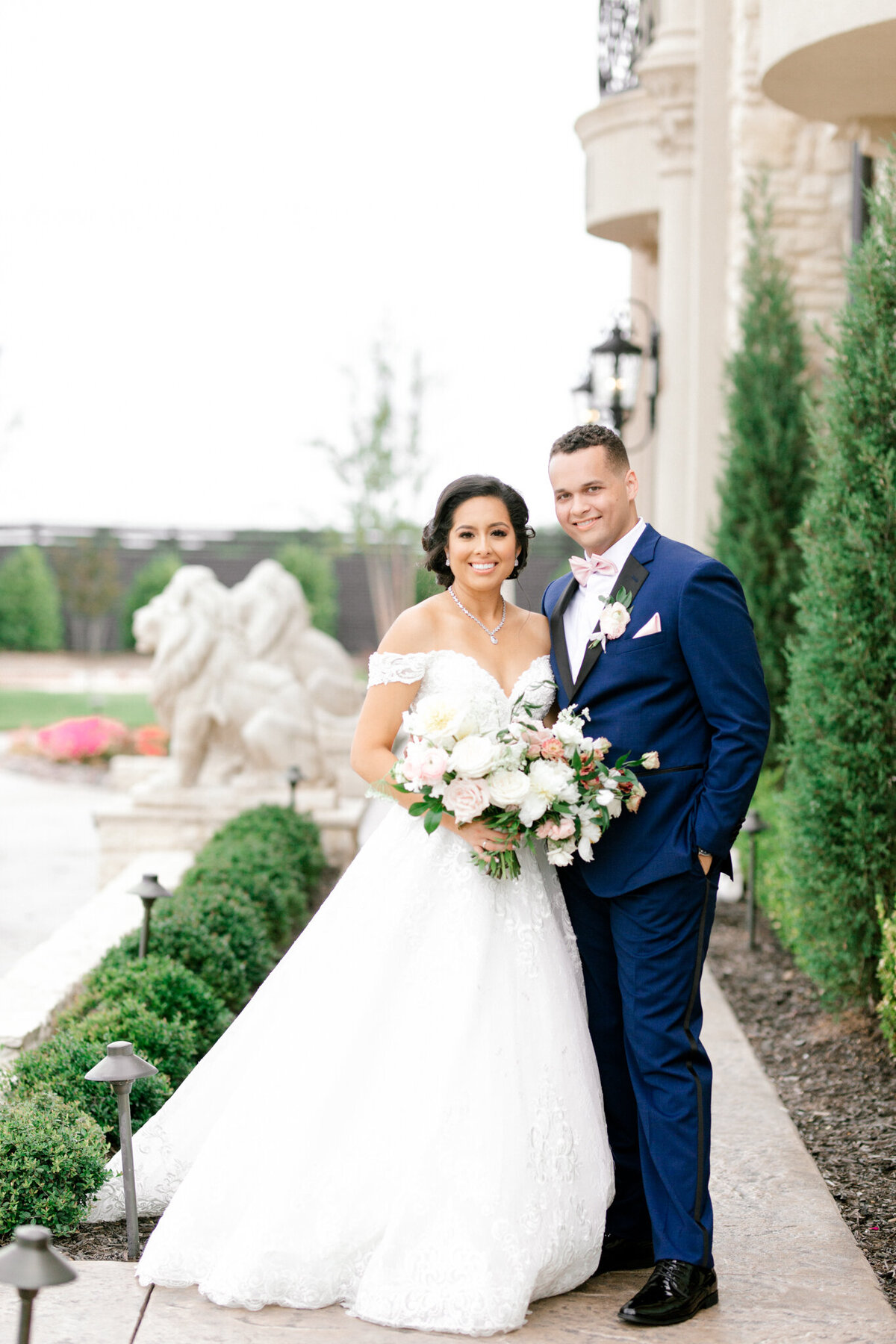 Jasmine & Josh Wedding at Knotting Hill Place | Dallas DFW Wedding Photographer | Sami Kathryn Photography-103