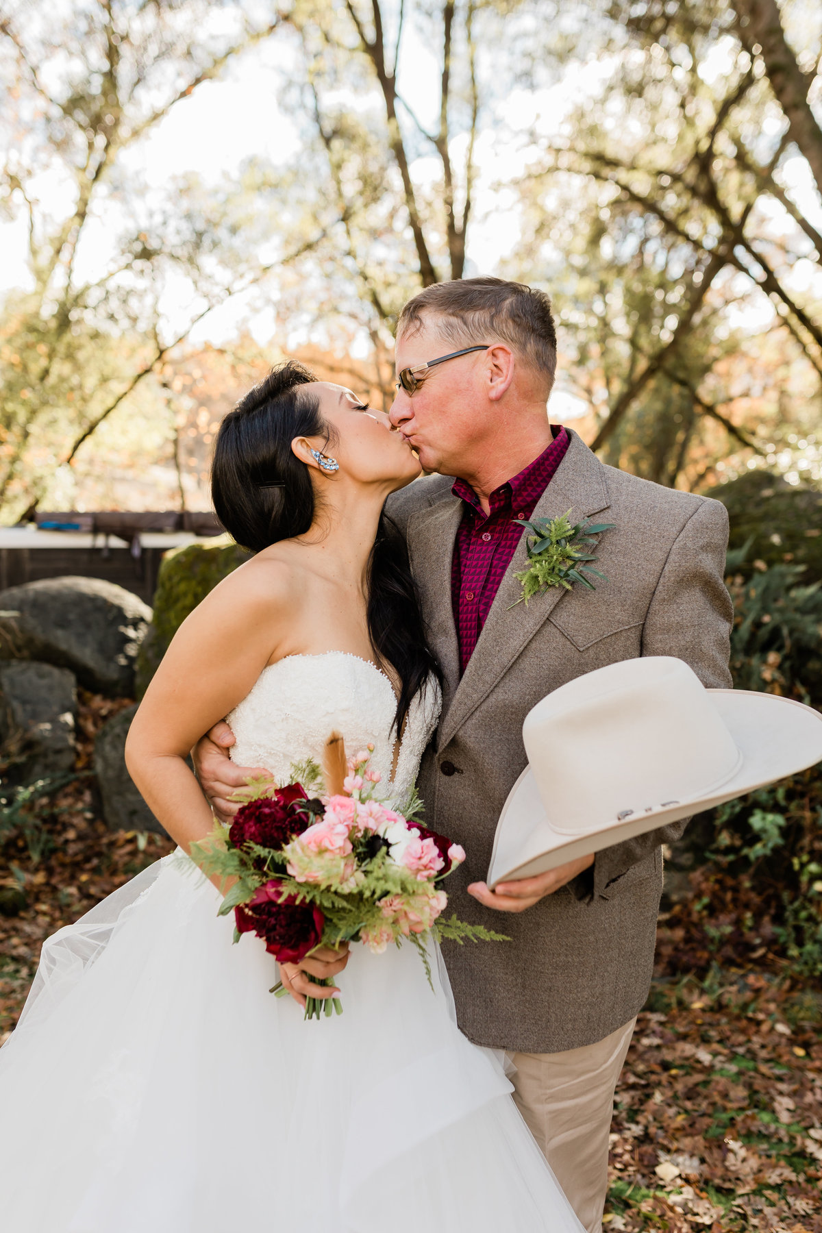 Garret and Gina had their wedding photography done in sonora in the mountains and forest.