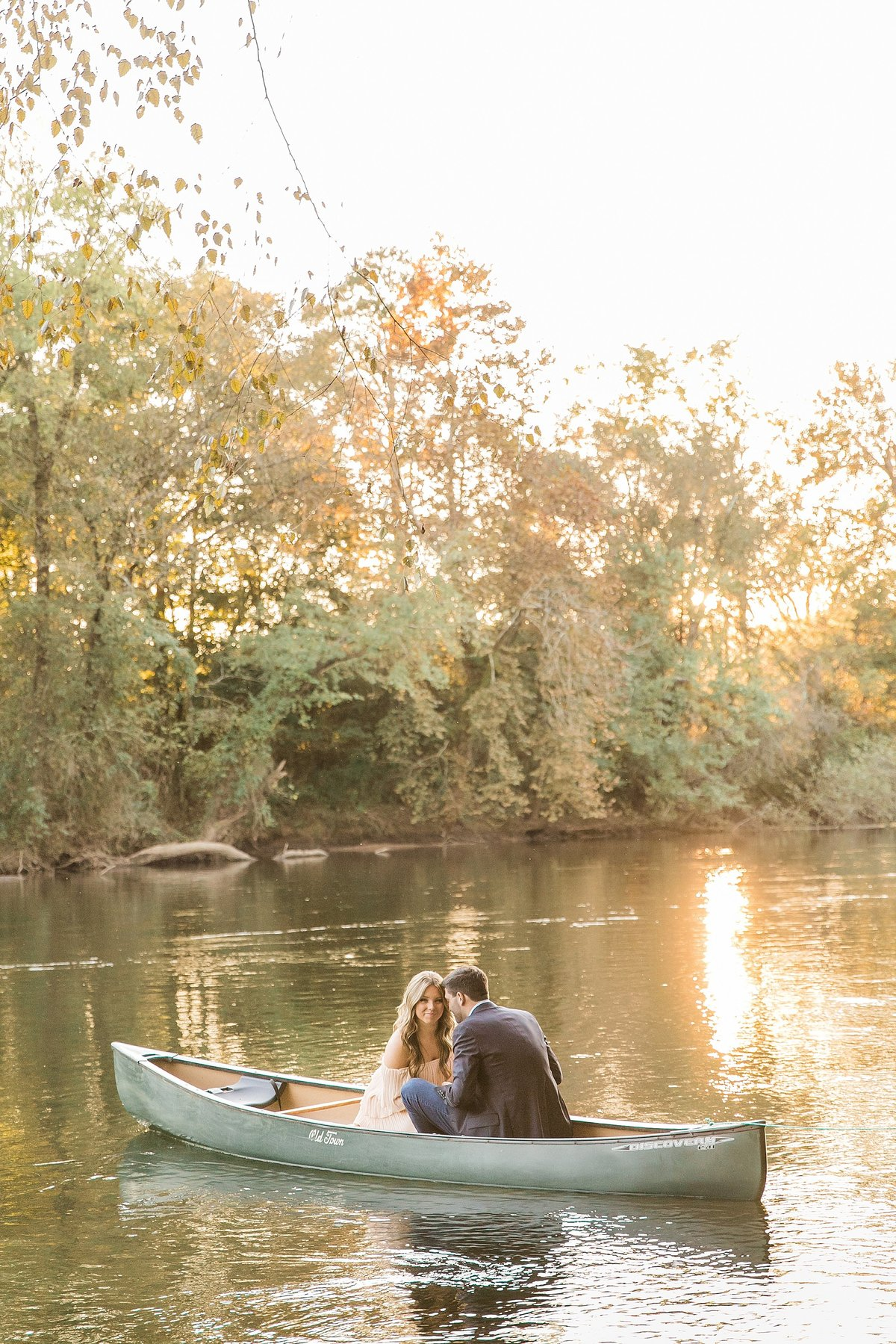 couple-lake-canoe-sunlight