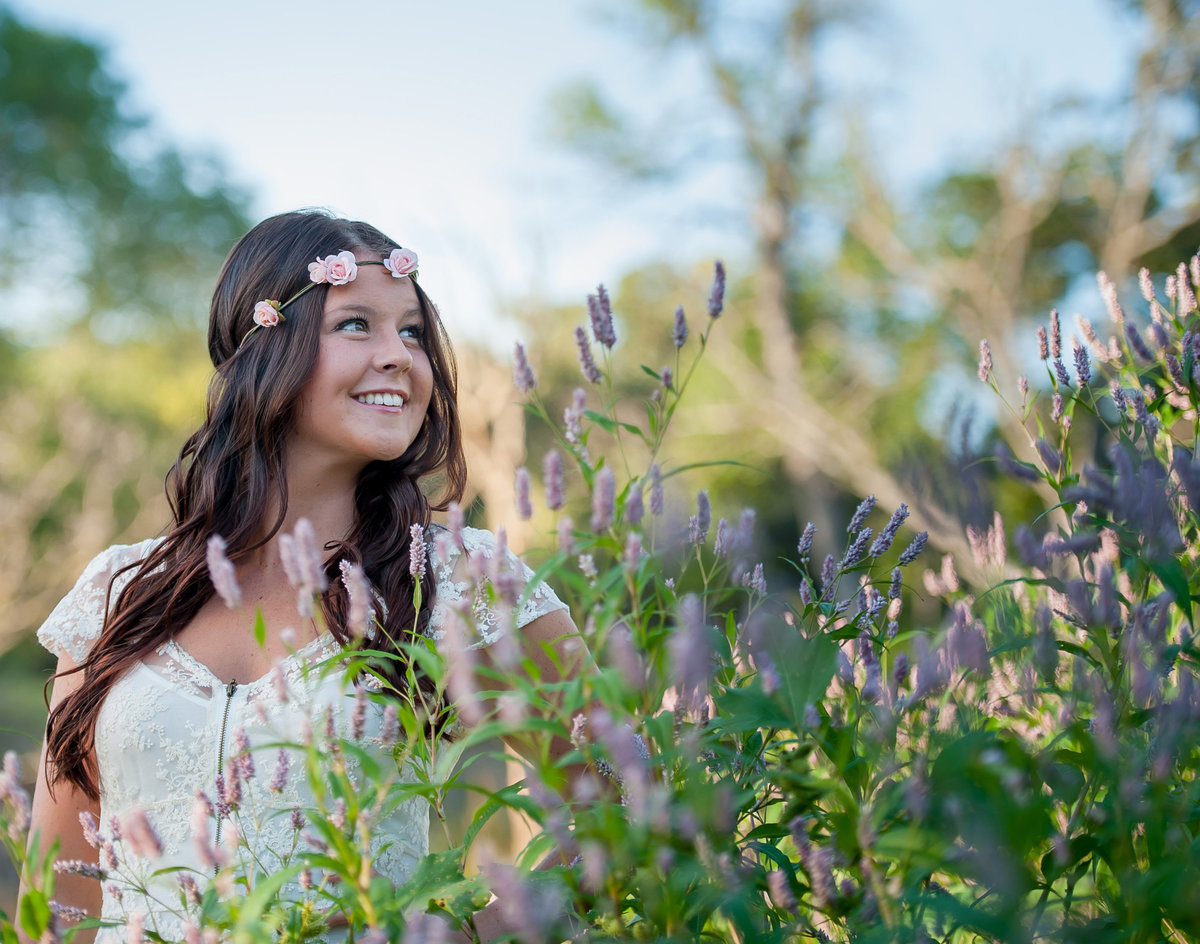 boho senior pictures photographed by fargo photographer kris kandel.