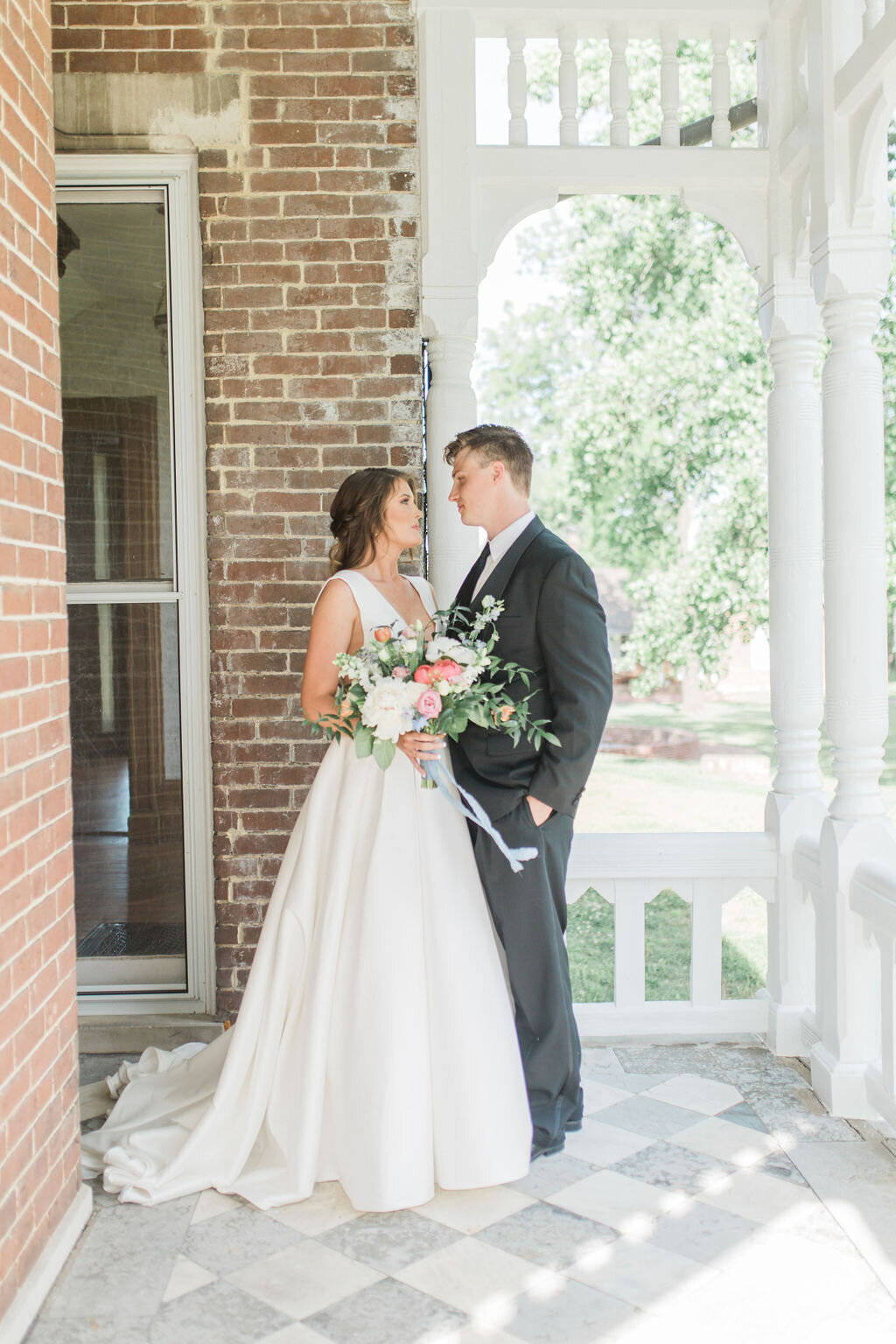 Lynwood Estate - Luxury Kentucky Wedding Venue - Fine Art Couple 00007