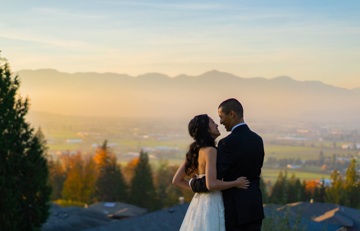 Chilliwack wedding at the Falls Golf club with bride and groom during the sunset