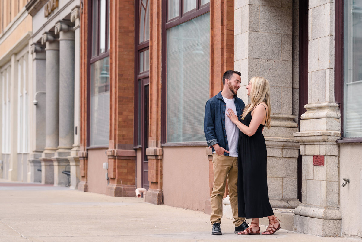 downtown-milwaukee-third-ward-engagement-summer-the-paper-elephant-0001