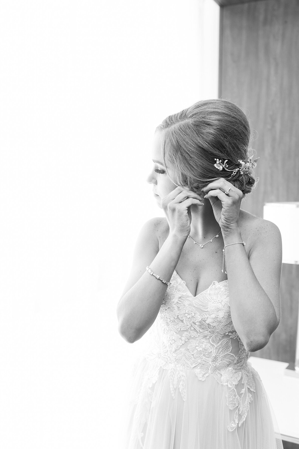 Kara Webster Photography | Meredith & Tyler | University Of Dayton Marriott Wedding Photographer_0023