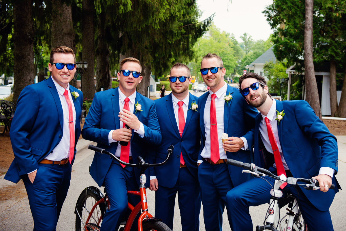 groomsmen_on_bikes