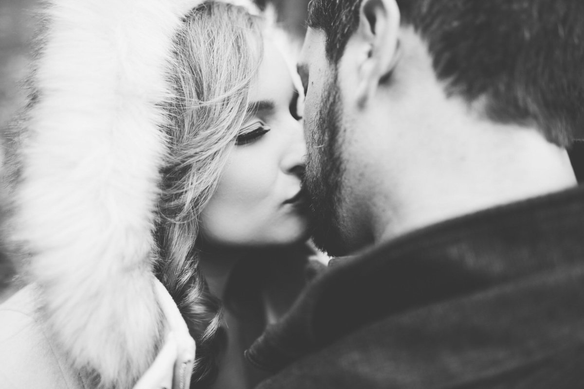 romantic-winter-engagement-shoot-kitchener