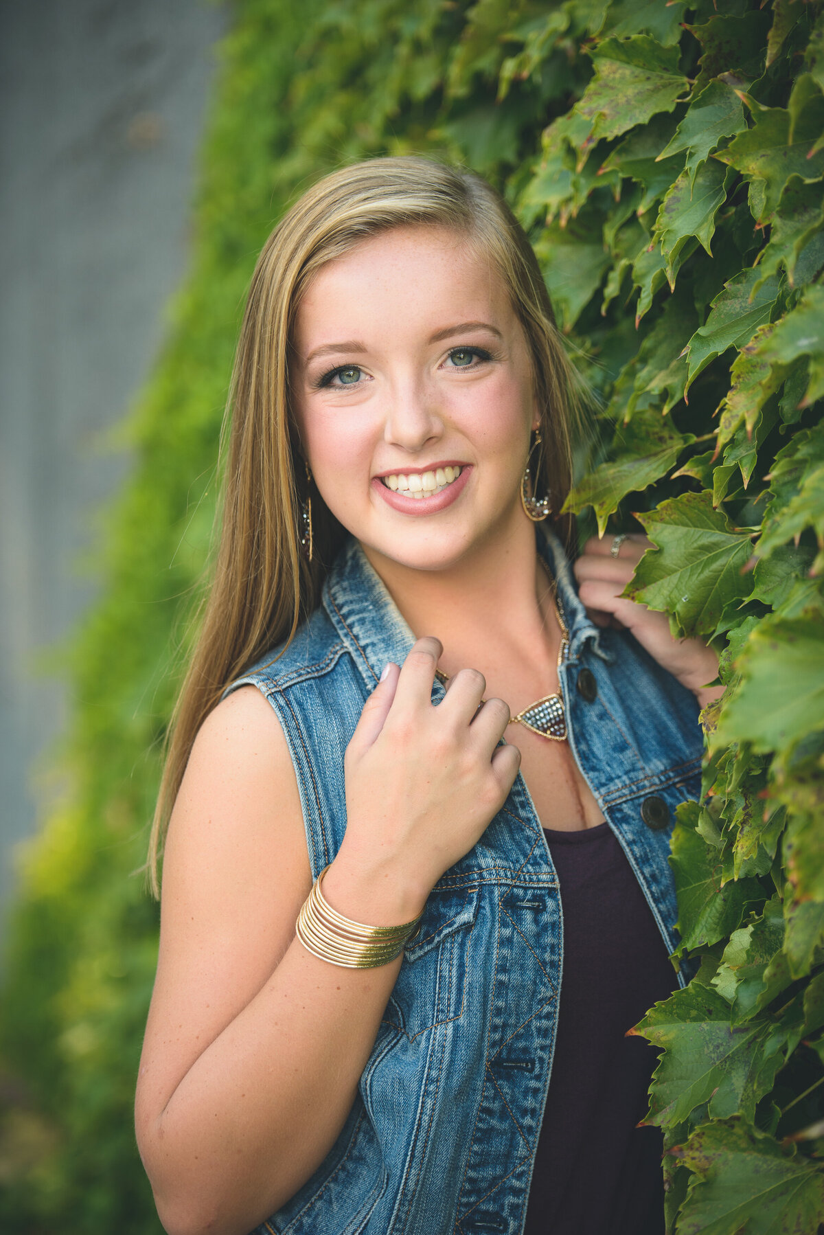 Grand-Haven-MI-Downtown-Senior-Portraits-17
