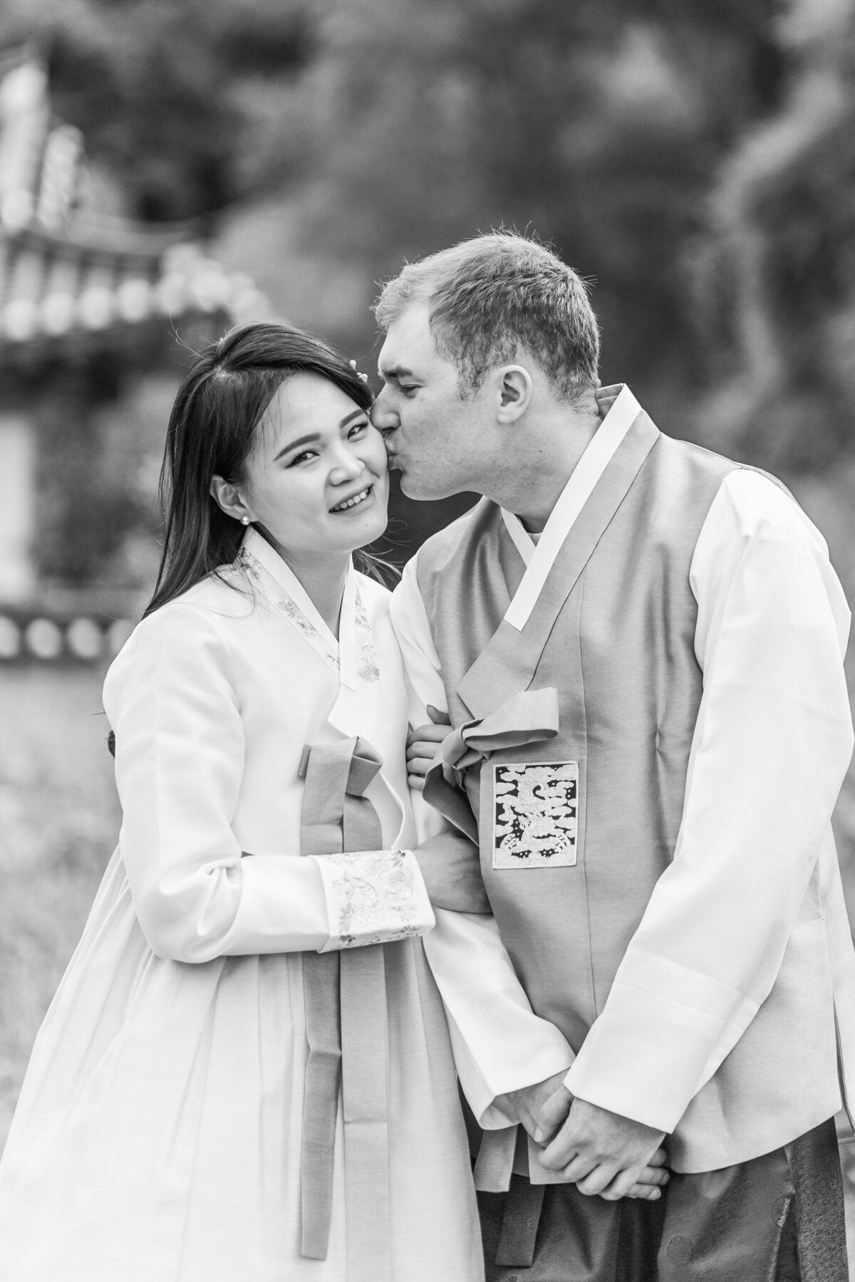 Seoul-South-Korea-Bridal-Engagement-Shoot-Eunpyeong-Village-Hanok-0012