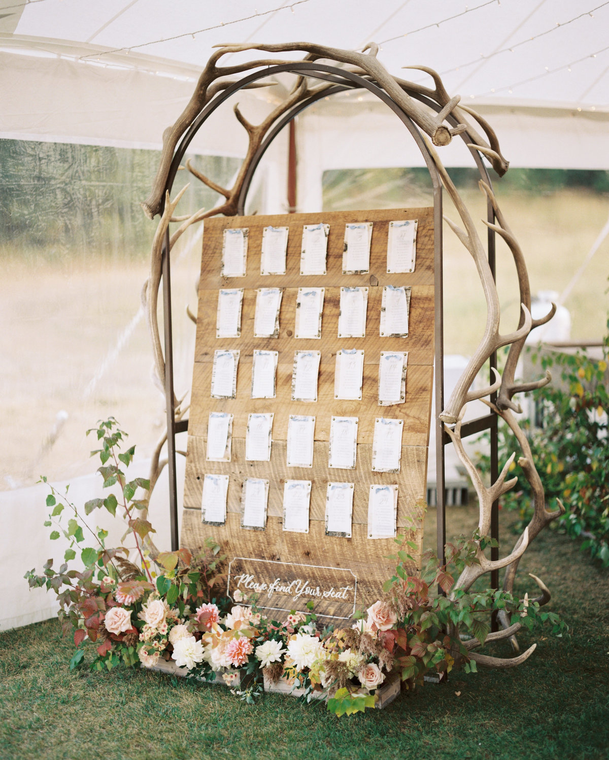 antler-decor-fall-wedding