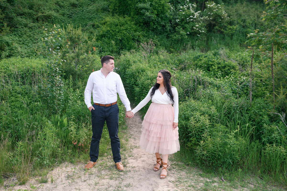 atwater-beach-engagement-milwaukee-the-paper-elephant-018