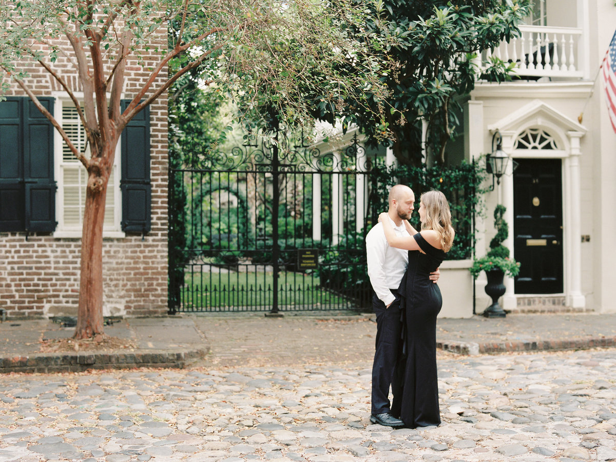 Rainbow-Row-Downtown-Charleston-Engagement-12