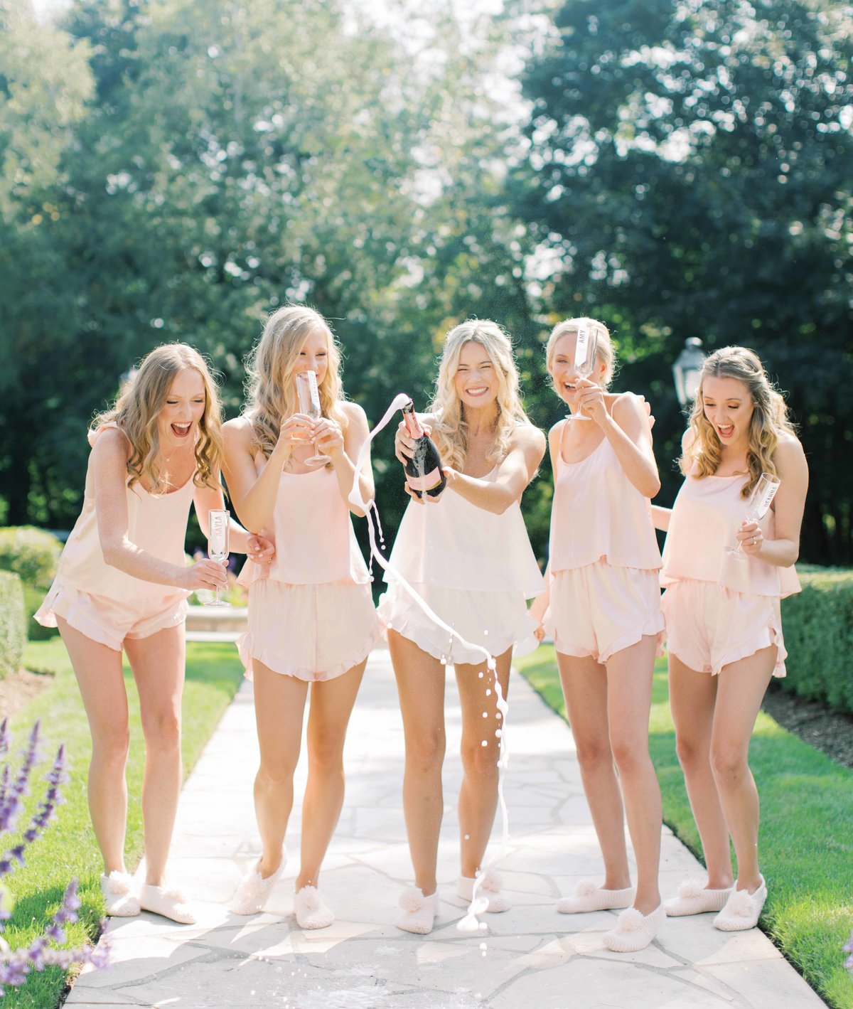 champagne_bridesmaids