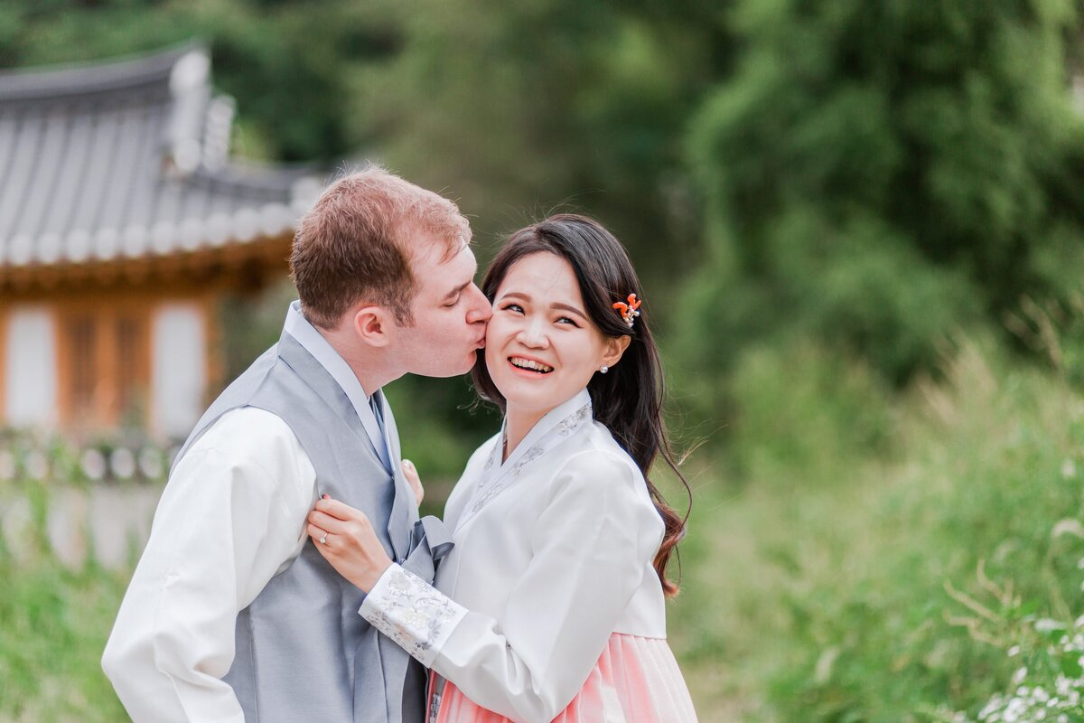 Seoul-South-Korea-Bridal-Engagement-Shoot-Eunpyeong-Village-Hanok-0007