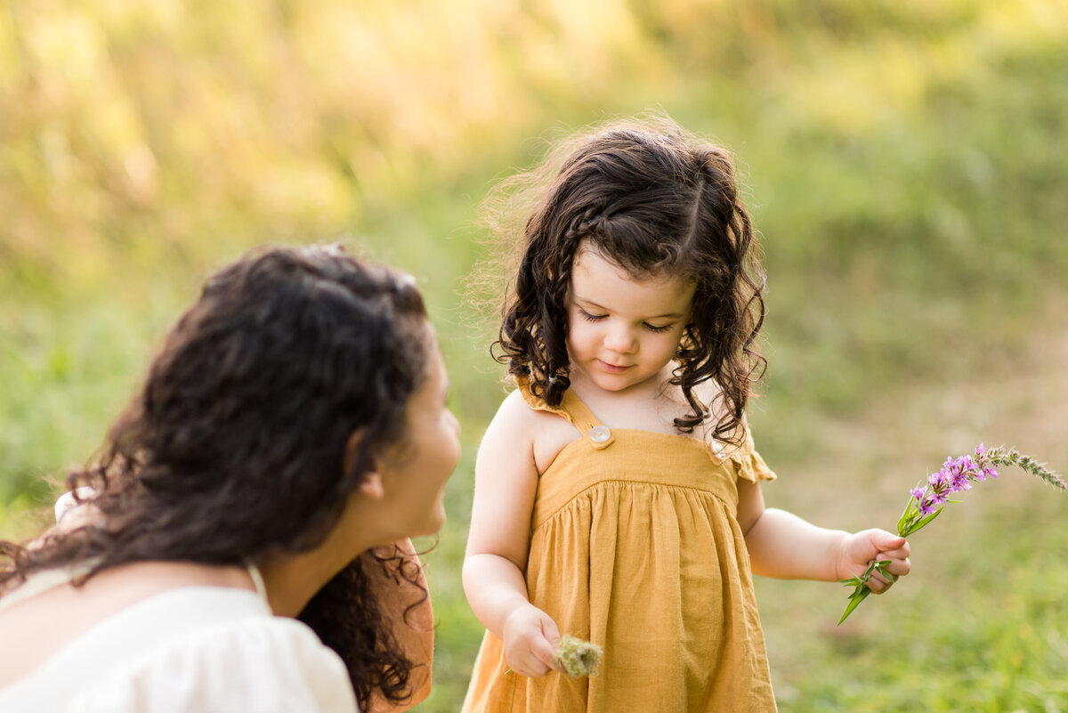 Boston-family-photographer-bella-wang-photography-Lifestyle-session-outdoor-wildflower-19