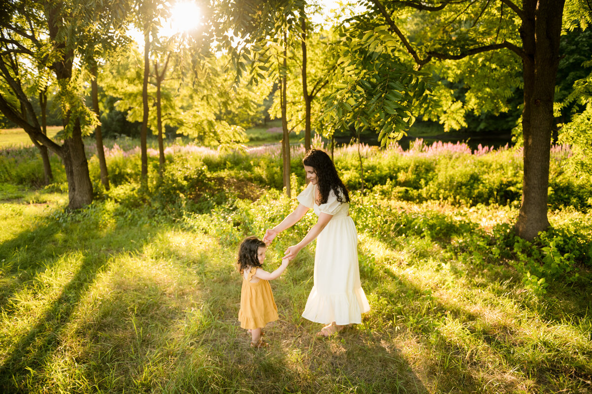 Boston-family-photographer-bella-wang-photography-Lifestyle-session-outdoor-wildflower-30