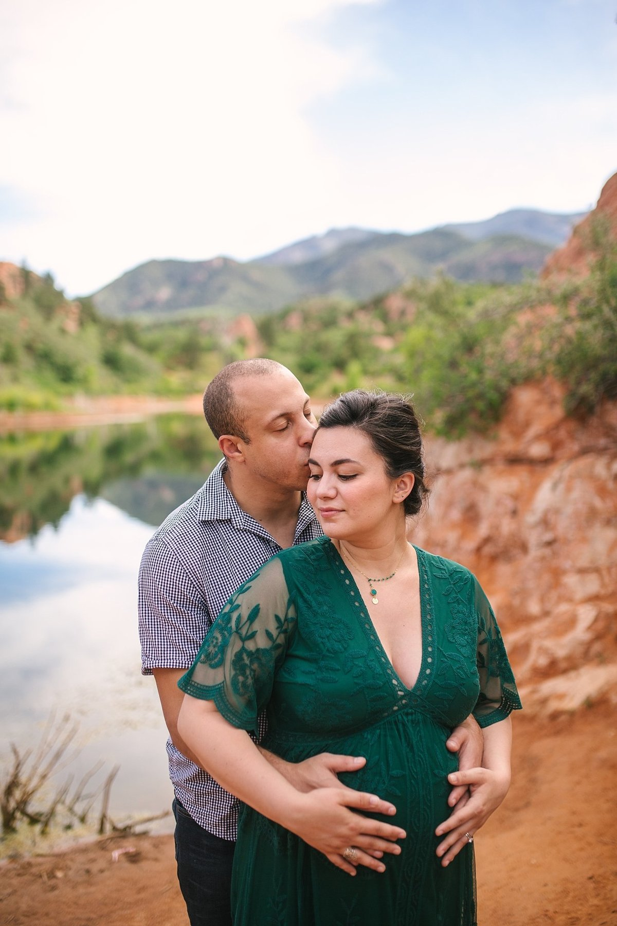 Colorado-Springs-maternity-portrait-Red-Rock-Canyon-Open-Space