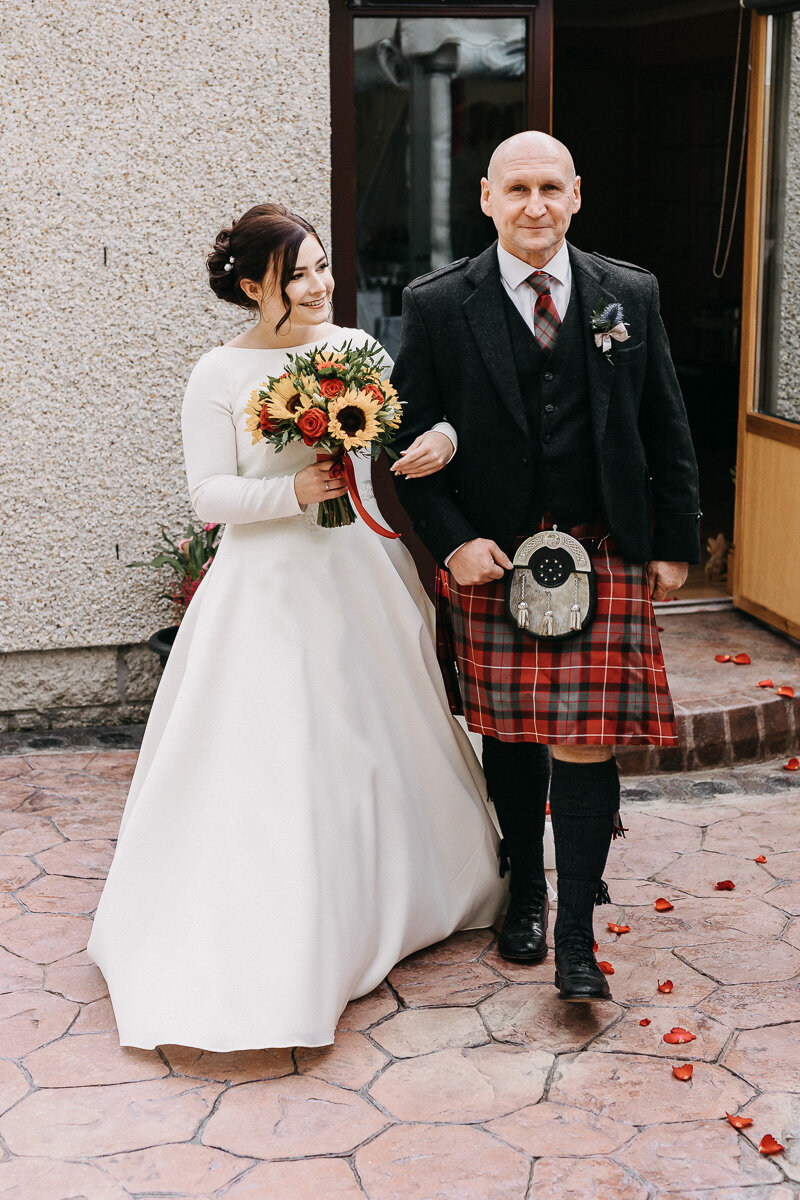 Garden_wedding_aberdeen_bride_and_father_2
