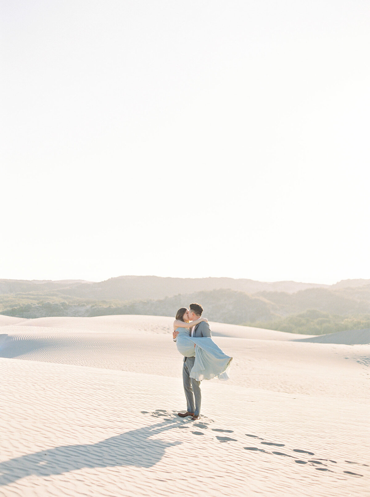 sand-dune-engagement-photos-5