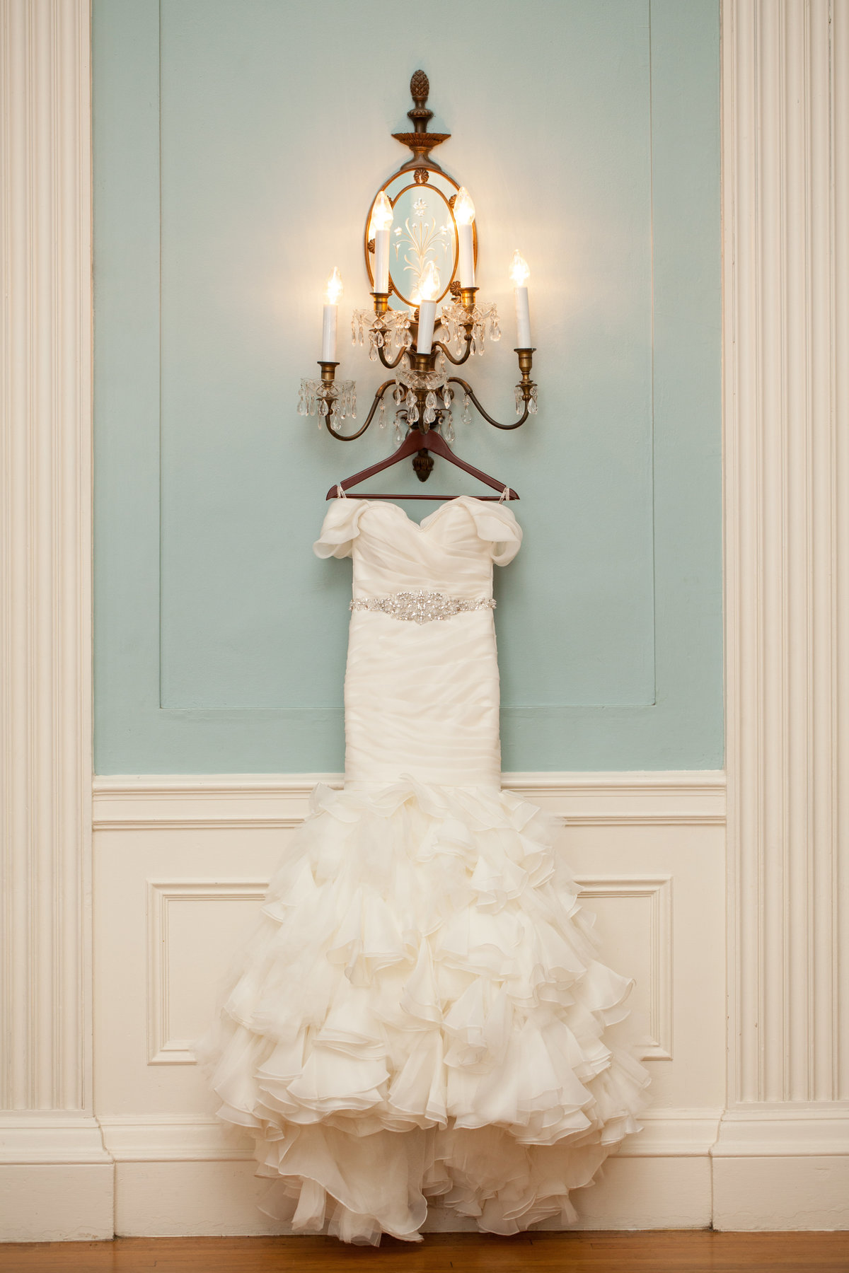 TFWC Mansion Austin wedding photographer Brides dress