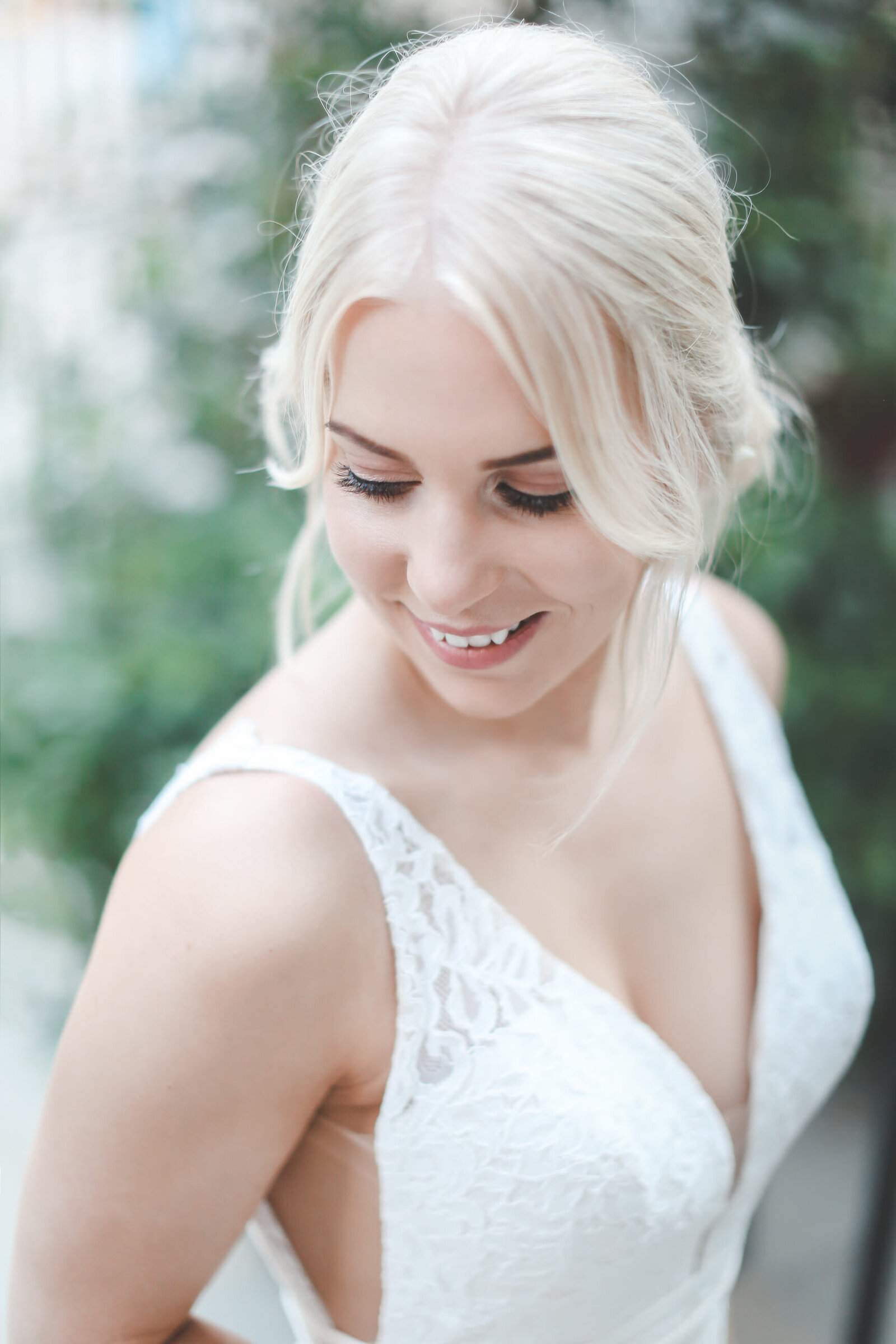 PORTRAITS_LONDON-WEDDING-BRIDE-LOOKING-DOWN-BLONDE-HAIR_0006-1